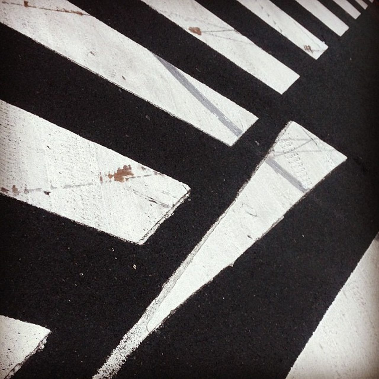 This crossing is too damn sexy to be ignored. So please, don't ignore your crossing. #loveadvise Abstractporn Malevitch Linedesire Constructilove Klovesis Maloveitch Lovechenko Loveadvise Abstract Minimalism Map Minimalist Linegasm Constructivism Rodchenko Klutsis