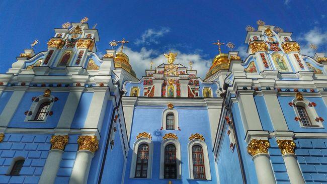 43 Golden Moments Kiev Ukraine Streetphotography Mobile Photography Street Photography Mobilephotography Monastery Church Orthodox Church Cathedral Kiev_ig