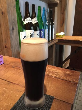 I'm drinking black beer and sake.