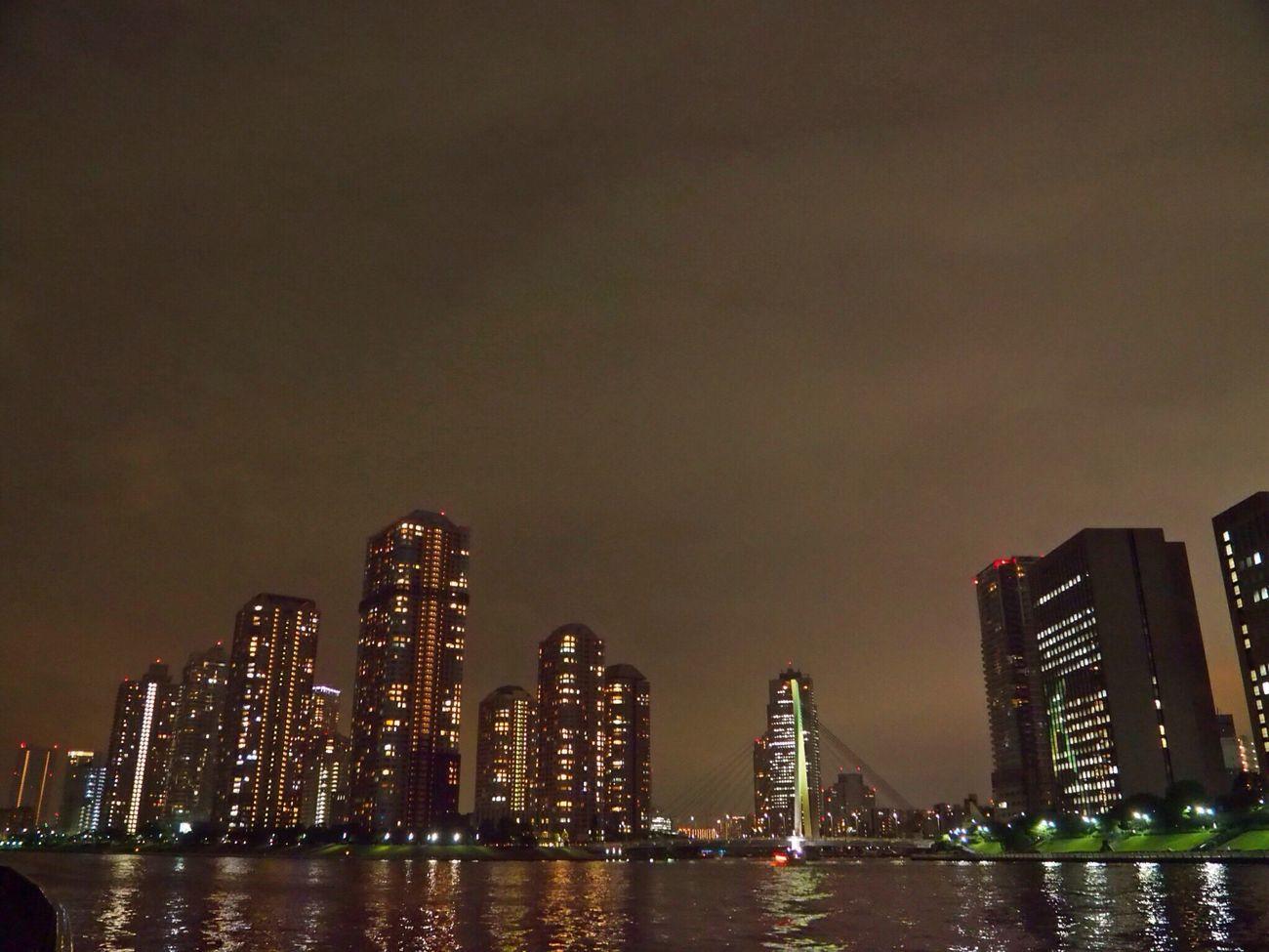 永代橋のライトアップを撮りに行ったのに工事中だった…😥 Skyscraper Night View Enjoying Life View From My Point Of View Streetphotography Cloudy Sky Sky And Clouds River Side 黄昏隊 Tokyo Japan