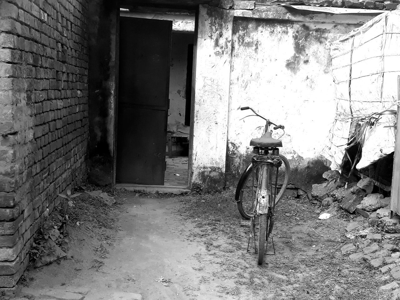 old, bicycle, built structure, architecture, abandoned, mode of transport, land vehicle, building exterior, day, no people, transportation, stationary, outdoors