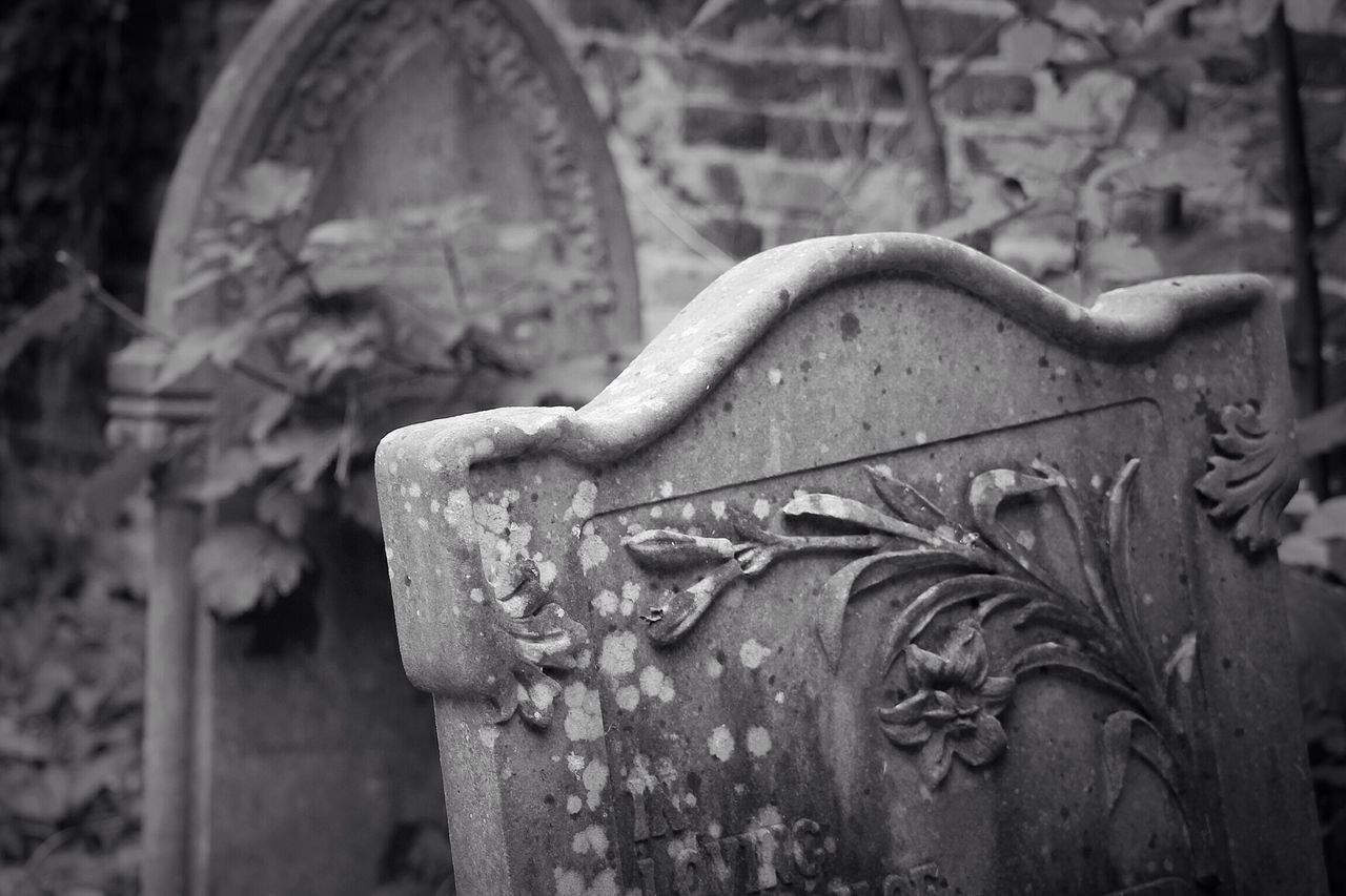 Cemetery Focus On Foreground Canonphotography Canon South West London Burial Ground Churchyard Graveyard Beauty Creative Photography Black & White Graveyard Gravestone