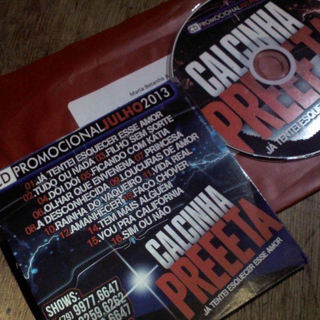 Olha gente o que minha amiga BetanhaAlves recebeu de Gilton Andrade: o cd promocional da @calcinha_preta julho/2013!!!