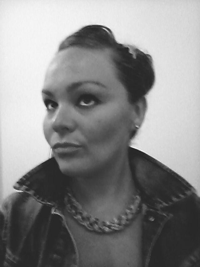 Hi! That's Me Cristina Thinking