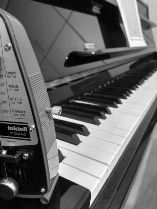 Piano Close-up Musical Instrument Music Metronome Picolo taktell First Eyeem Photo EyeEmNewHere