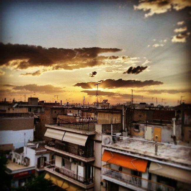 Ηλιοβασίλεμα στην Κατω Τούμπα Thessaloniki Salonika Skg Lifo photooftheday toumpa toumba sunset roof magic