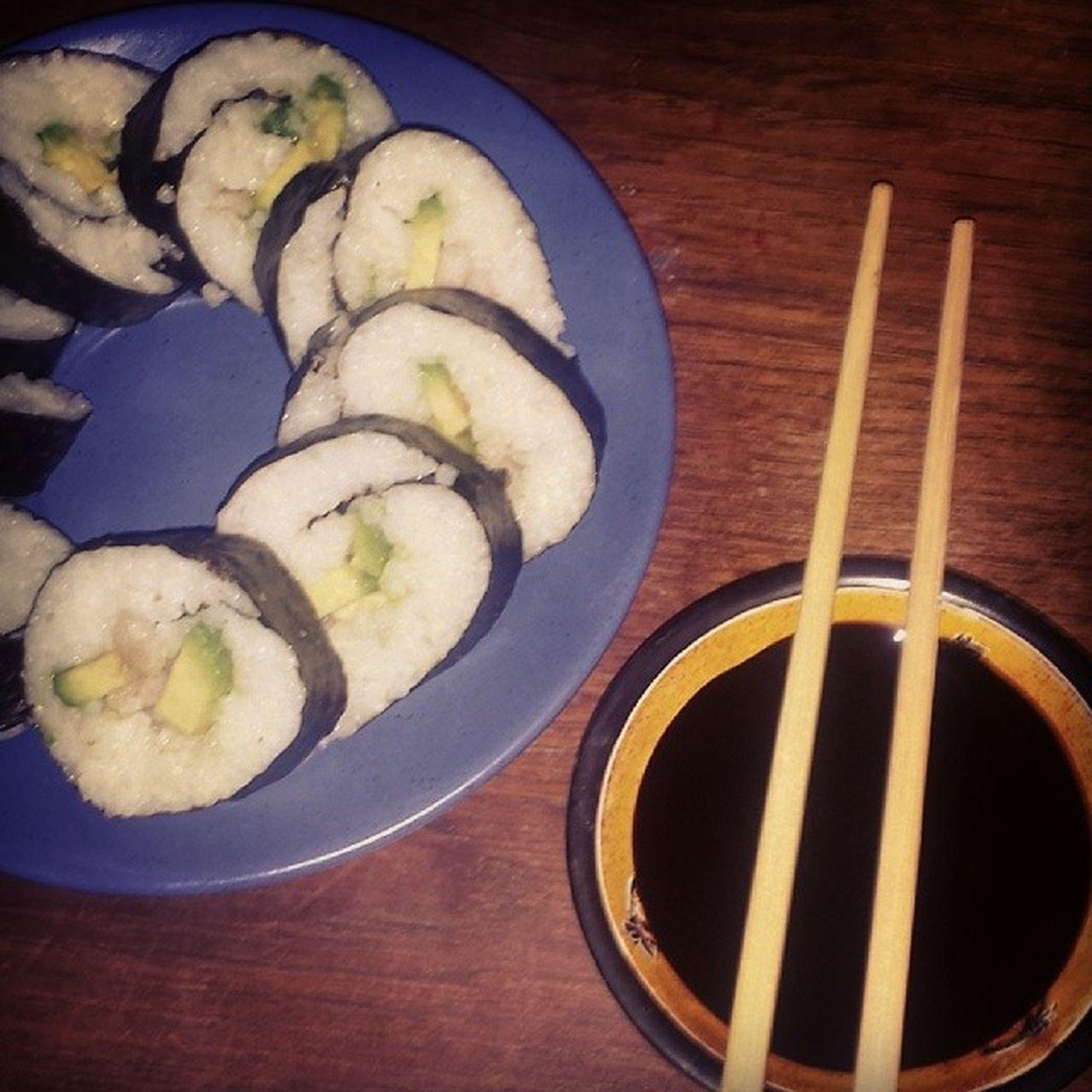 Min mor har ett fantastiskt skafferi, blev sugen o fixa lite fusksushi så här på nattkröken Maki Mantagervadmanhaver Sjuktgott