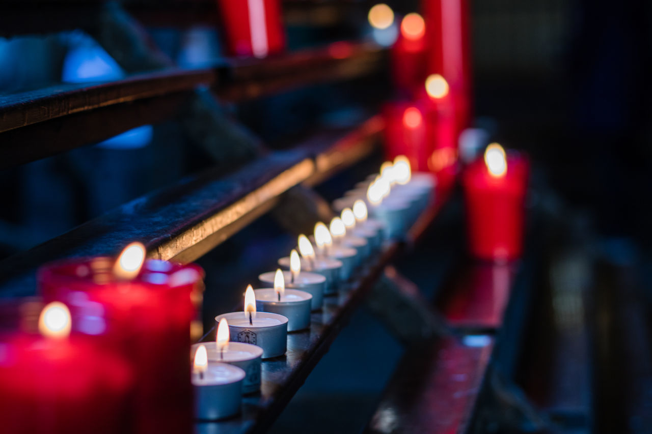 Music Close-up Musical Instrument Indoors  No People Illuminated Piano Technology Day Portrait Of A City Street Photography Barcelona Flame Candle Candle Light Church Gothic Pray Living On A Prayer Anthropomorphic Architecture