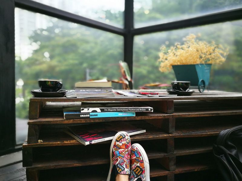 My kind of saturday, relax and do nothing Hanging Out Cafehopping Cafehopkl Cafehoppingmy Relaxing Donothing Canvas Shoe Coffee Time Coffee Break Weekend Activities The OO Mission Out Of The Box