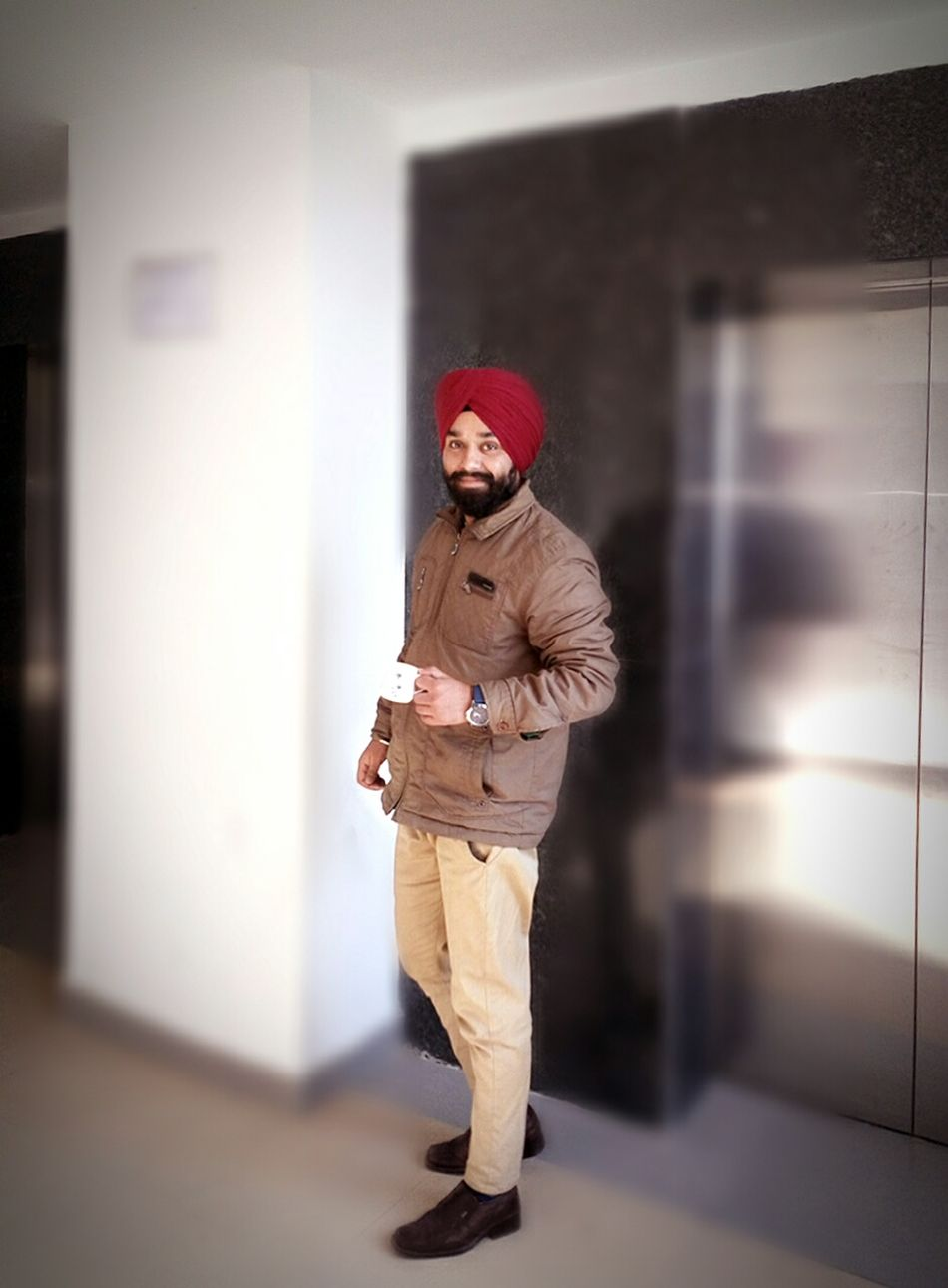 Coffee and friends make the perfect blends. Fashion Streetphotography Menswear Outfit OOTDOutofthewayangles Taking Photos Makesmesmile Singhstyle Happymornings Freshness Shining Like The Sun Spreading Good Vibes Turbanstyle Relaxing Enjoying Life Dapper Boy Hello World Spread Love Not Hate Punjabi Sikhism EyeEmNewHere