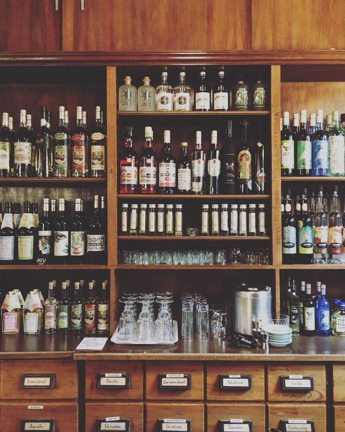 Gin & Absinth Gin & Tonic Absinth Apotheke Bottle Arrangement Alcohol Liquor Store Drink GIN