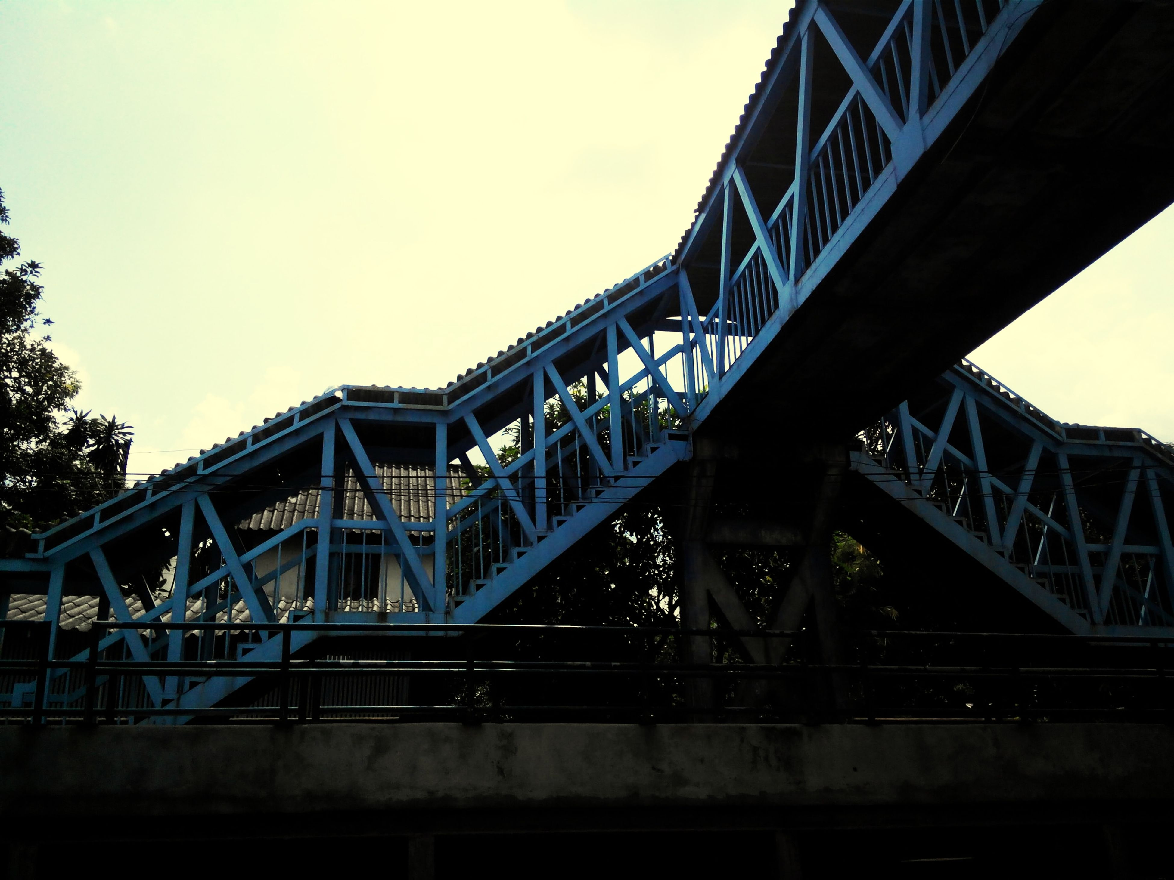 architecture, built structure, bridge - man made structure, connection, low angle view, engineering, clear sky, transportation, metal, bridge, sky, railing, copy space, railway bridge, metallic, outdoors, day, no people, building exterior, city