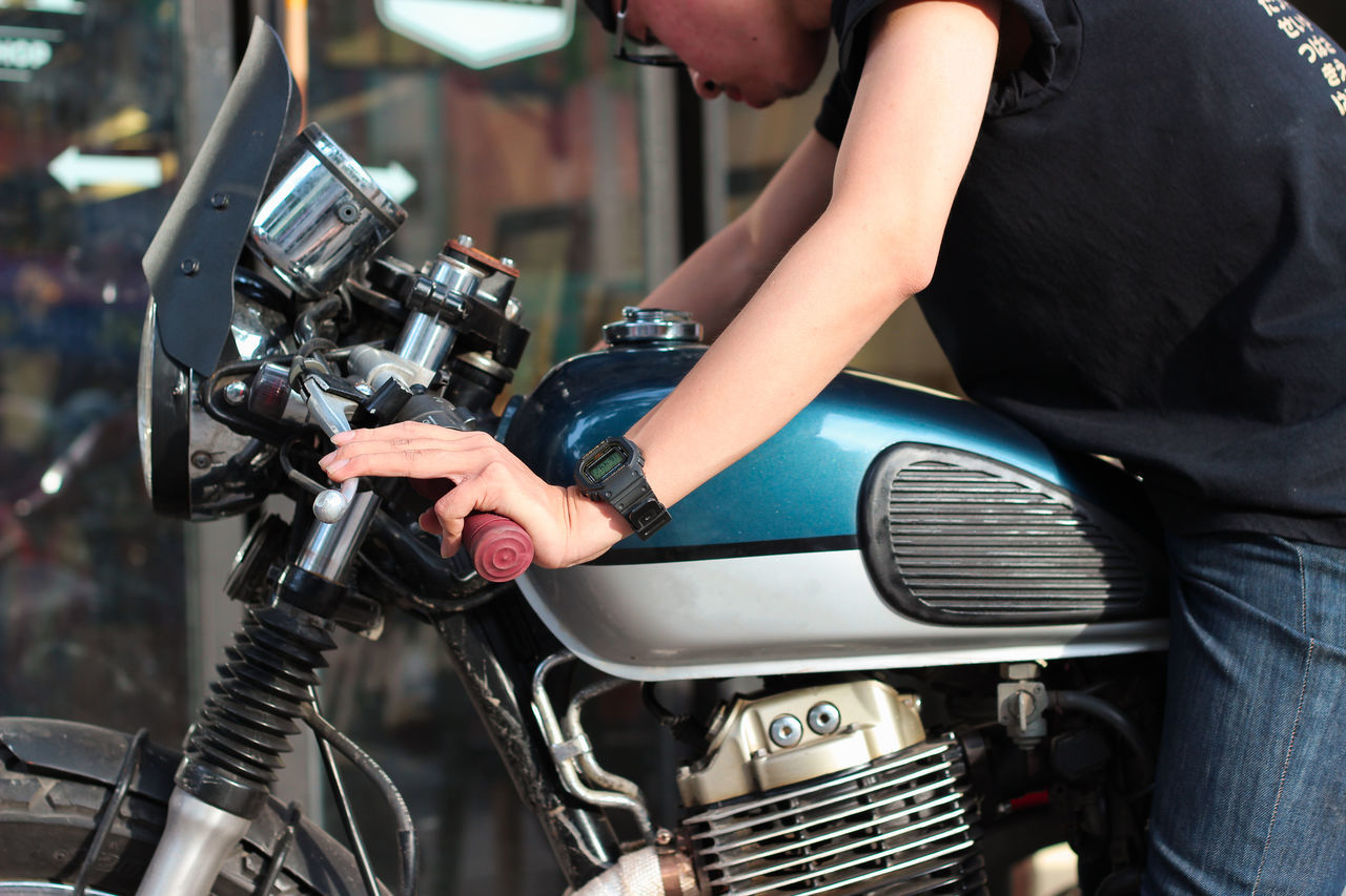 Day Indoors  Lifestyles Menstyle Motorcycle People Skill  Working Young Adult Young Men
