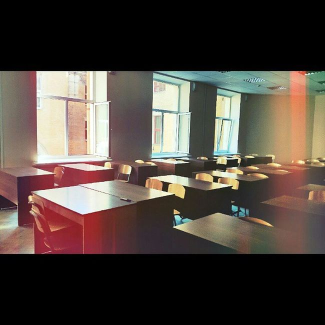 Rostovondon Rostov Sfedu University Institut classroom tables stools windows wall psychology lesson Ростов РостовНаДону юфу ифжимкк пединститут универ кабинет столы парты стулья окна стена пара психология mixapp Squaredroid
