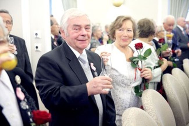 A couple together celebrating their love - 50th anniversay of their wedding A Couple Awesome Casual Clothing Drink Focus On Foreground Hanging Out Love Old Age Person Rosé Smile Together Togetherness