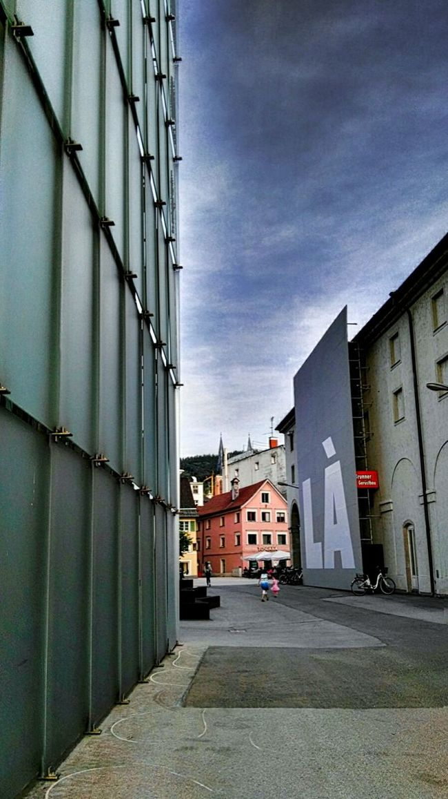 LÀ Blue Sky @ Kunsthaus & Theater Architecture : Bregenz Kornmarktplatz, Playing Kids In Front Of Wall - Building Feature. Bad Hdr