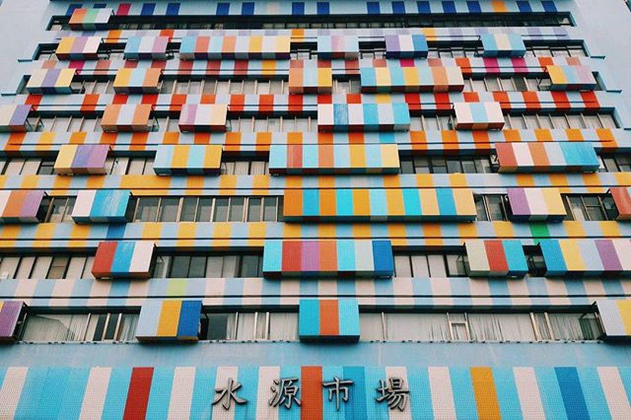 每次讓我忍不住抬頭一望的建築。 Vscocam Phtooftheday BuildingPorn Taipei Instagood Xhinmania Colorful Instadaily