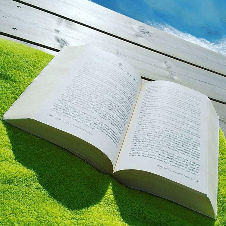 Niin parasta! ❤ Snow Sun Spring Summeriscoming Reading Booklover Book Outlander Dianagabaldon Jamiefraser @gummeruskustannus Lukuhaaste Lukuhaaste2016 Lazysunday Lazy Sunday Weekend