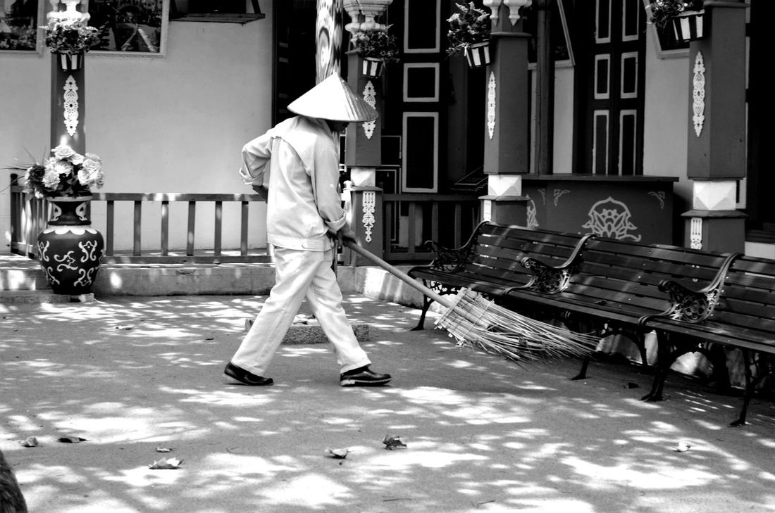 Sweeping the leaves 1 Bamboo Broom Broom Chinese Chinese Hat Conical Hat Day Man Outdoors Sweeping Traditional Traditional House Wiping Monochrome Photography