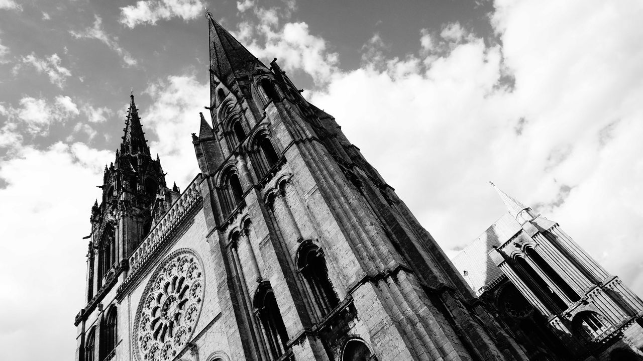 Artchitecture Blackandwhite Bnw Cathedralenotredame Chartres France Light And Shadow Streetphotography
