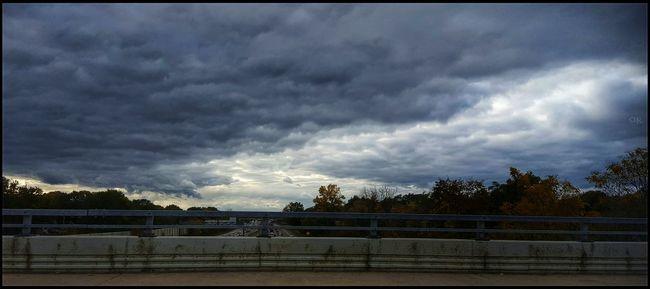 Dramatic Cloudporn 🌫💙🌫 Dramatic Sky Storm Cloud Beautiful Moody Sky And Clouds Sky Outdoors Cloud - Sky Fall Colors Driving Shots Traffic