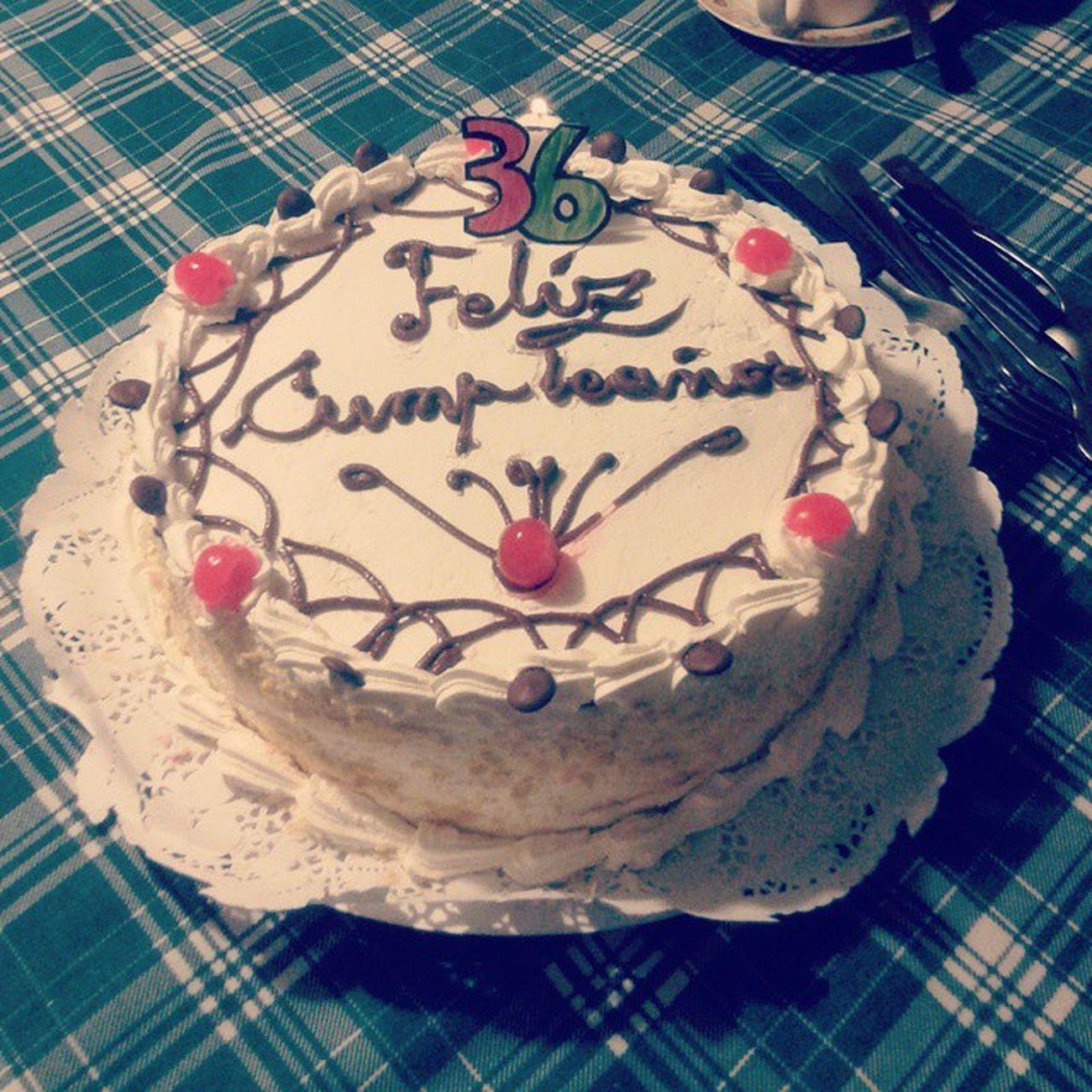 día 2: feliz cumpleaños a la tía mas linda del mundo 🎉 te quiero mucho mucho grande jajaja💕 fue furor la vela improvisada 👌👌👌 100happydays Torta Cumpleaños Septiembre Instachile Dulce Happybriday