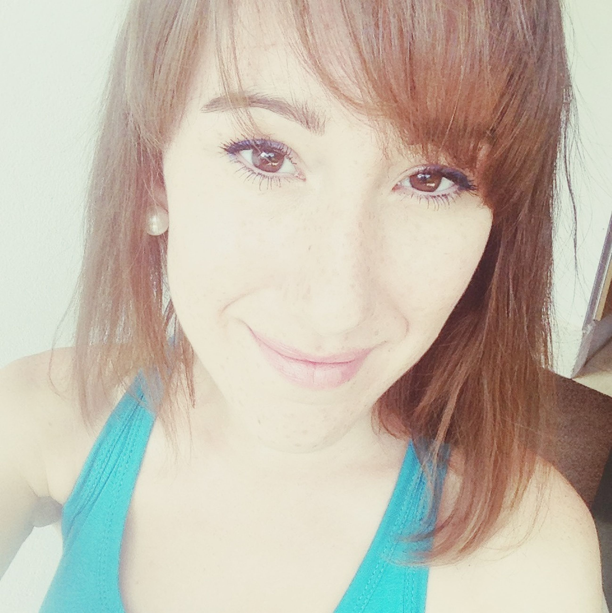 young adult, young women, headshot, person, looking at camera, portrait, long hair, lifestyles, front view, close-up, indoors, leisure activity, beauty, smiling, human face, head and shoulders, black hair
