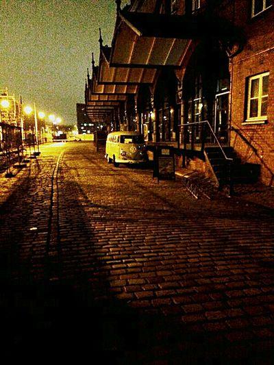Hamburg ⚓ Nightlight Night Streets Hamburg VW Bus Germany Nostalgie. Vintage Cars Special_shots