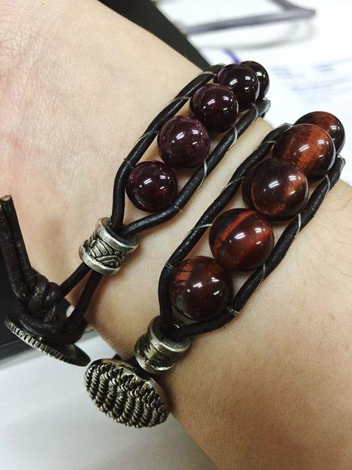 Couple bracelet ❤️ Fashionable Couple Healingstones Agate Tigereye Garnet Stones EyeEm Bracelet Couplebracelet Happy Satisfied  Thankful Blessed