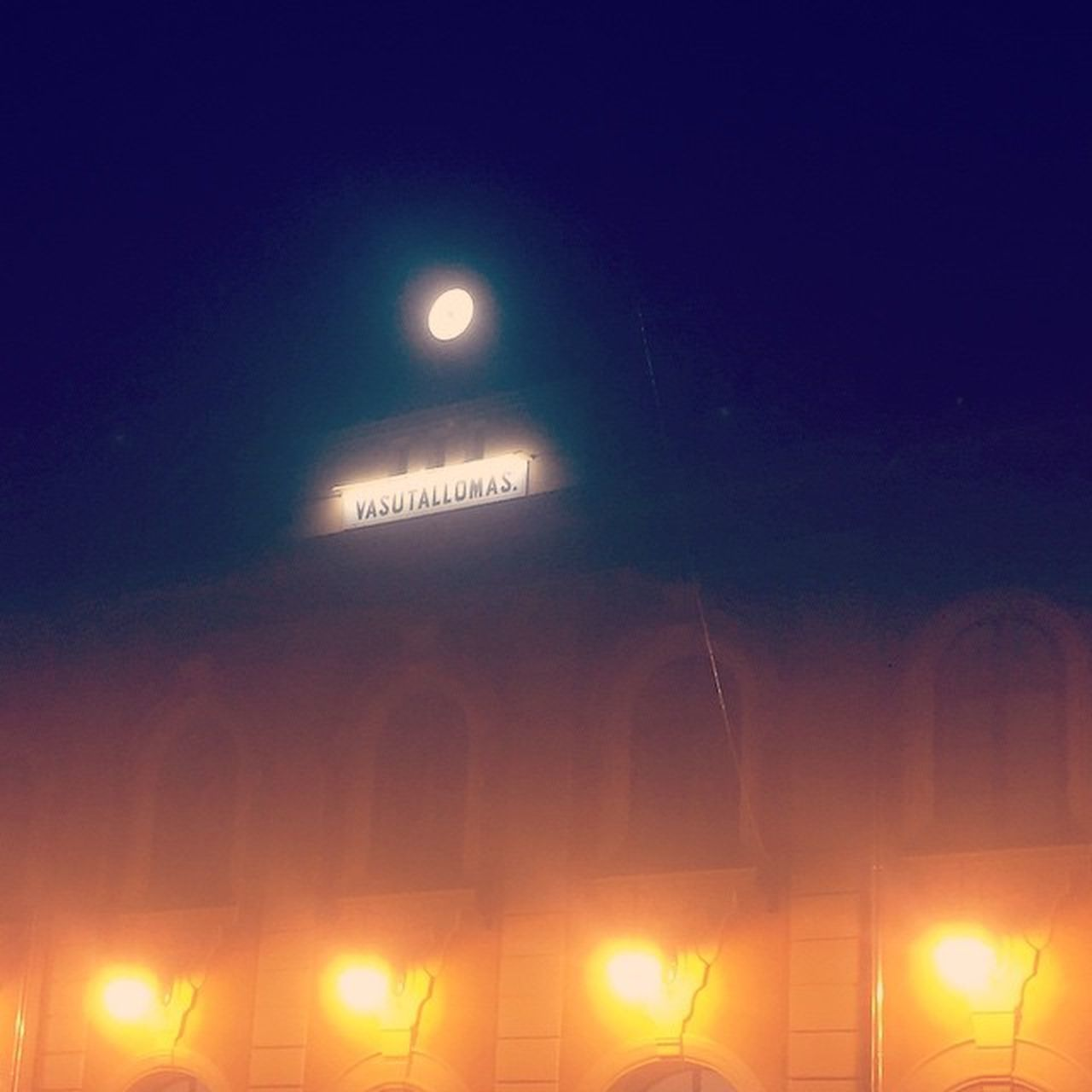Vac Foggy Railwaystation Night