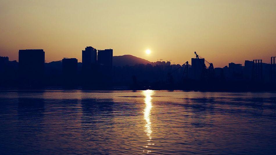 sunrise HongKong Discoverhongkong Morning Urban Lifestyle Sunrise To Kwa Wan Landscape_photography Hello World Walking Around Sun