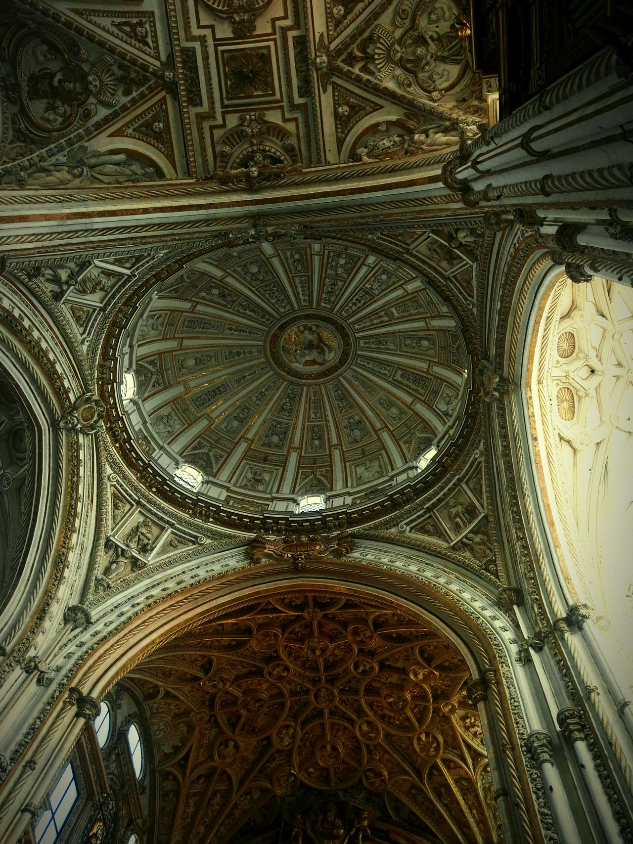 Bóveda mezquita Architecture Indoors  No People Dome Córdoba Cordobacapital Cordoba Spain Mezquitacatedraldecórdoba Boveda Ceiling Pattern Built Structure Day First Eyeem Photo