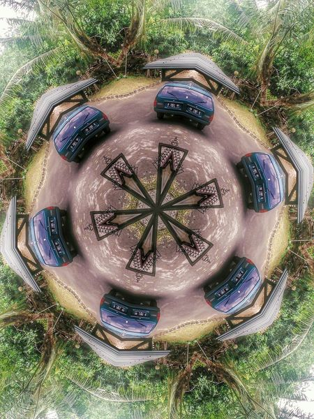 Kaleidoskop No. 2: Hutan (padahal depan rumah X-D) Kaleidoskop Hutan Depanrumah Mobil Kaleidoscope Jungle Car Hijau Green