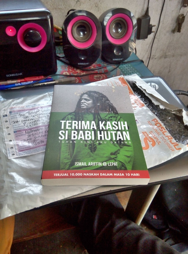 . inspirational reading . Taking Photos Throwback Reading A Book Inspirational Ismailariffin Lepat Legend Custodyconspiracy Unfairness Neglegence Fuckgovernment