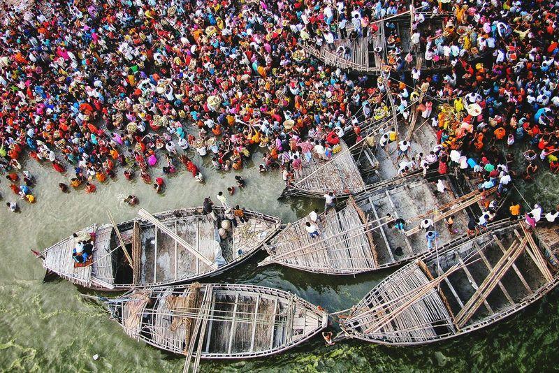 A Bird's Eye View Outdoors Day Creativity Picsoftheday Eyeem Gallary EyeEm Best Shots Check This Out Spiritual Hindu Hinduism Chhathpuja Nikon Chhath Daylight Crowded People Crowd Ganges Riverbank Boats⛵️ Peoplephotography