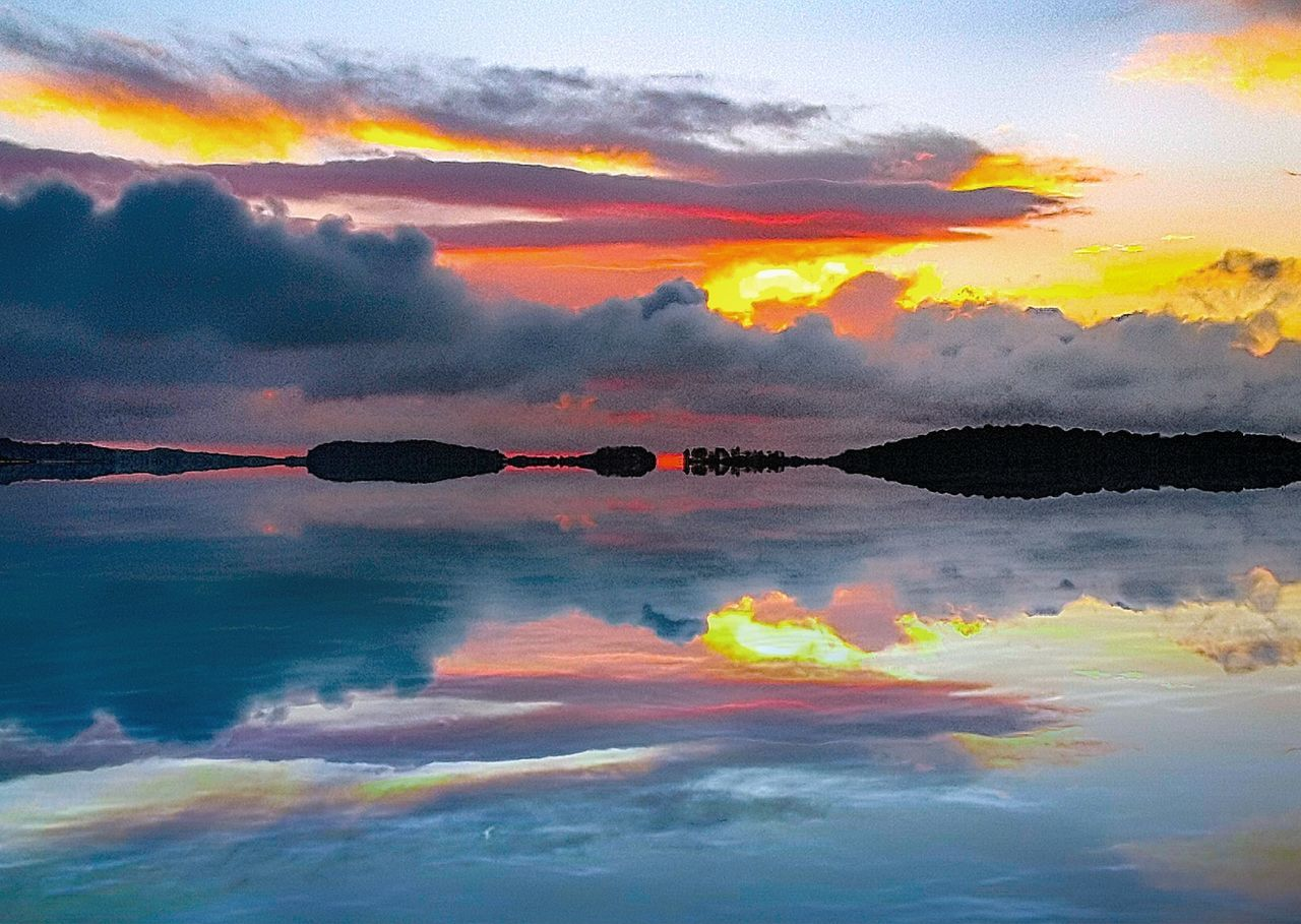 sunset, cloud - sky, sky, reflection, water, dramatic sky, nature, beauty in nature, tranquil scene, scenics, outdoors, tranquility, no people, sea, day