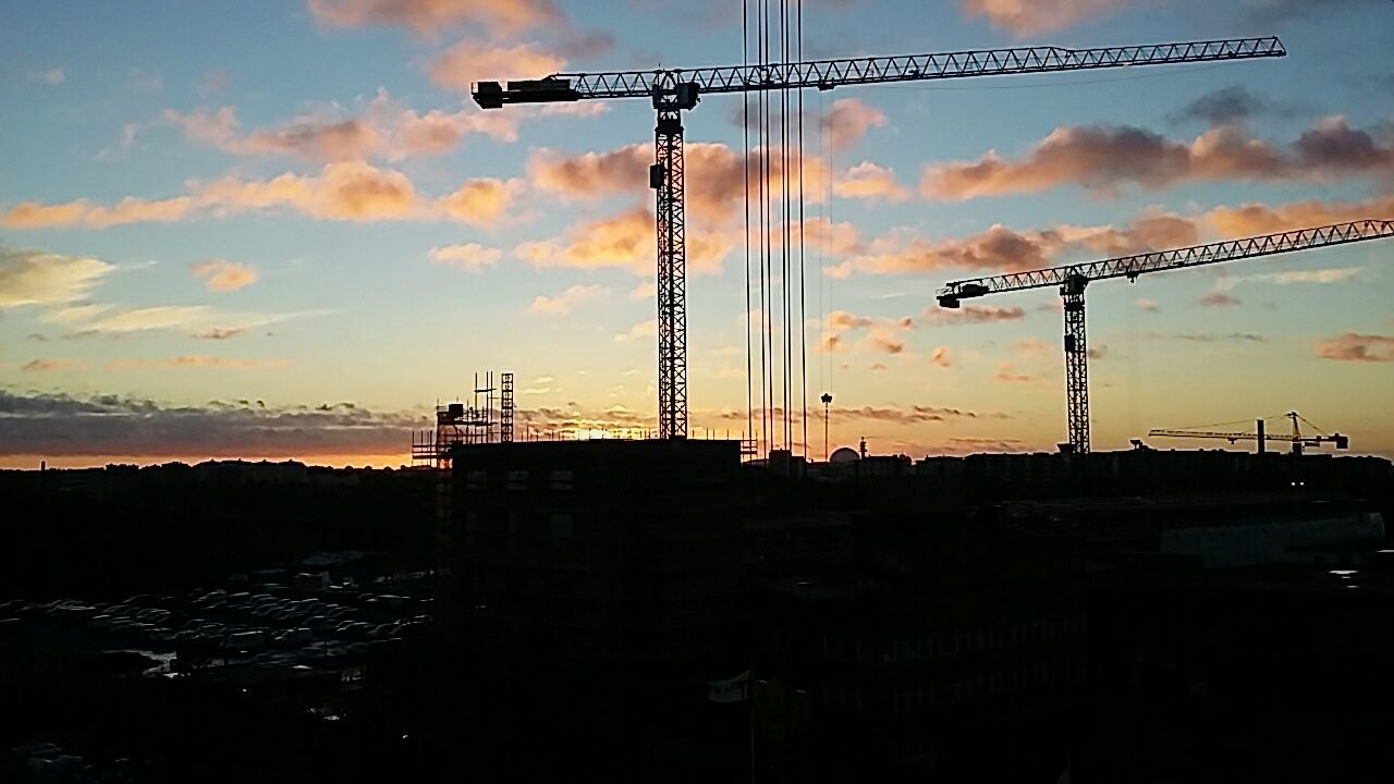 Another beautiful view from work 😍 Working Sunset Beautiful Winter Photo Photography Stockholm Construction EyeEm Best Shots Sverige 2016 EyeEm Gallery Eyeemphotography Clouds Work Europe Home Town Nacka Cranes Clouds World Building December