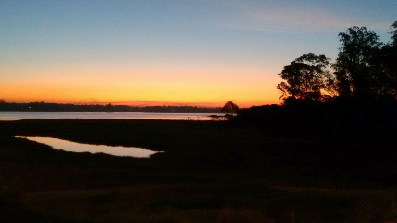 Pôr-do-sol às margens da represa Billings Sunset Water Silhouette Sky Reflection Nature Beauty In Nature Scenics Tranquility Lake Tree Outdoors No People Day First Eyeem Photo