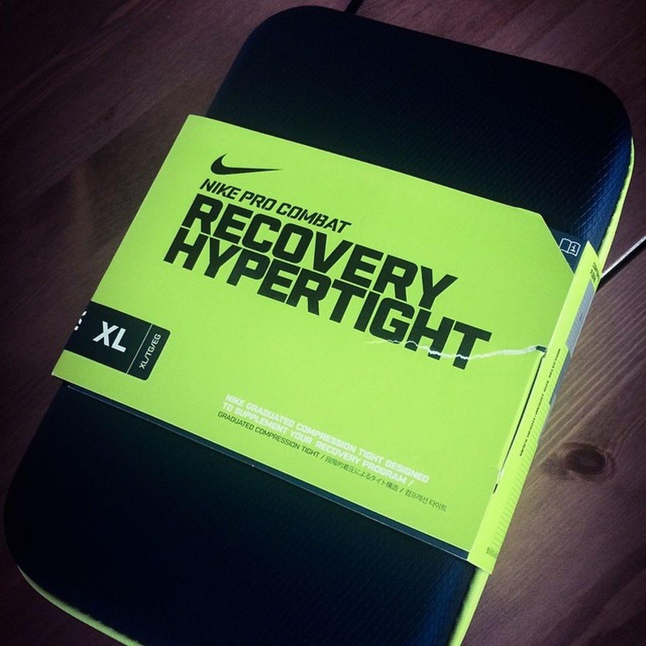収穫祭!Nike Nikerecoveryheypertight 天王洲アイル