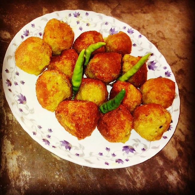 Fried Kela_Kofta with Green_chilly ... Ymmmiiii....