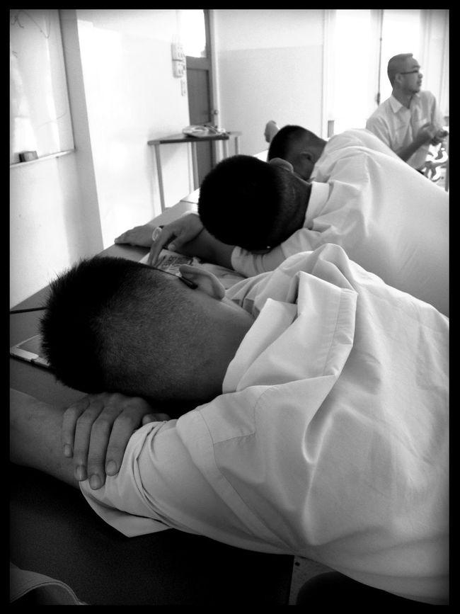sleeping at วชิราวุธวิทยาลัย Sleeping