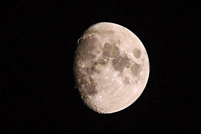 Urban Spring Fever Moon Moonlight Shadow Photography 500mm
