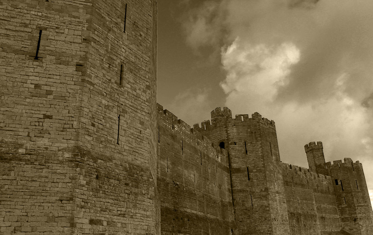 architecture, history, built structure, building exterior, castle, fort, low angle view, day, ancient, no people, travel destinations, sky, outdoors