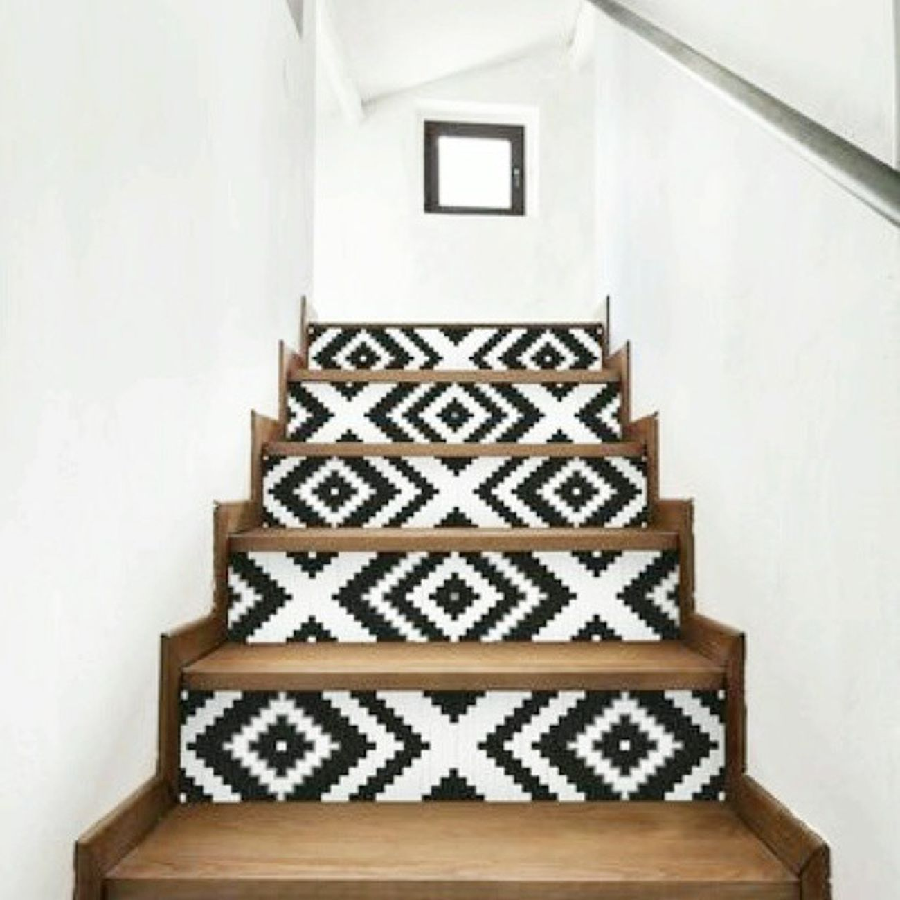 How about a game of X's & O's? Image via Cotemaison .fr. Pinterest Blackandwhite Wallpaper Stairs Wood Whitewalls  France Interior Home Design Decor Dreamhouse Inspiration Ideas Villa