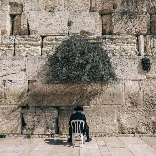 Alone Architecture Believe Building Exterior Built Structure Day Faith Israel Israeli Jerusalem Jerusalem Israel Jerusalemoftheday Jerusalem❤ Jewish Jewish Memorial Life Lifestyle Man No People Outdoors Pry Street Street Photography Streetphotography Tree