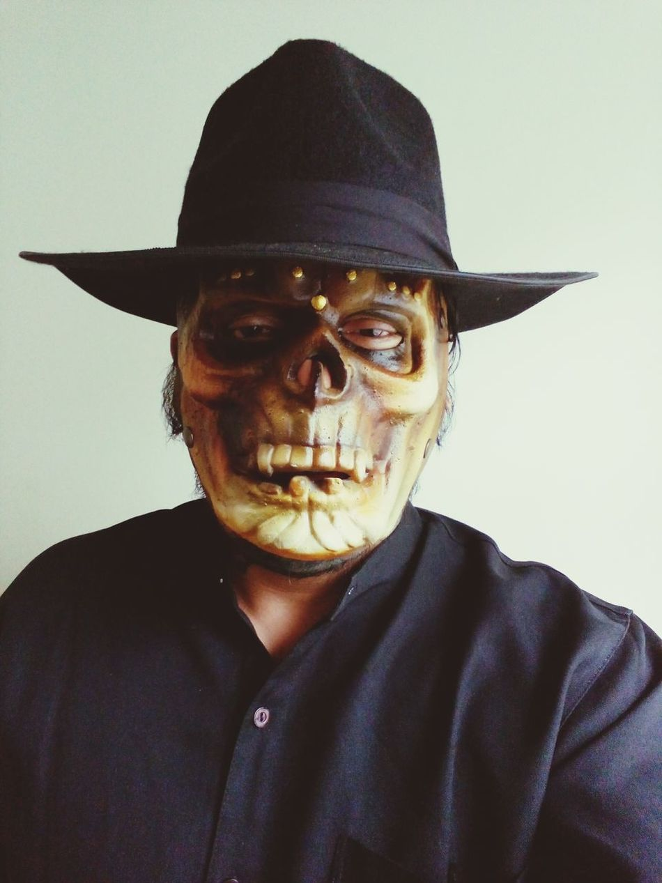 Meet your daily grim reaper...at your service ! Thegrimreaper Heavythoughts Skull Face Artpics