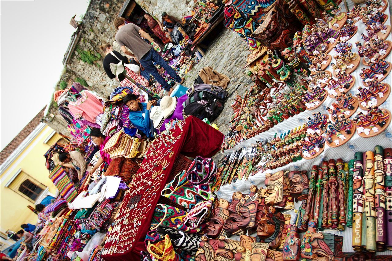 Cloth Vendedora Saleswoman Vendedor Ambulante Ropa Típica Peddler Coster Huckster Pedlar Muñecas De Trapo Dolls Artesanías Guatemaltecas Artesania Crafts Handmade Fleemarket Mercado De Artesanías Duvet Comforter Telas Fabrics Colors Multi Colored Multicolors  People And Places