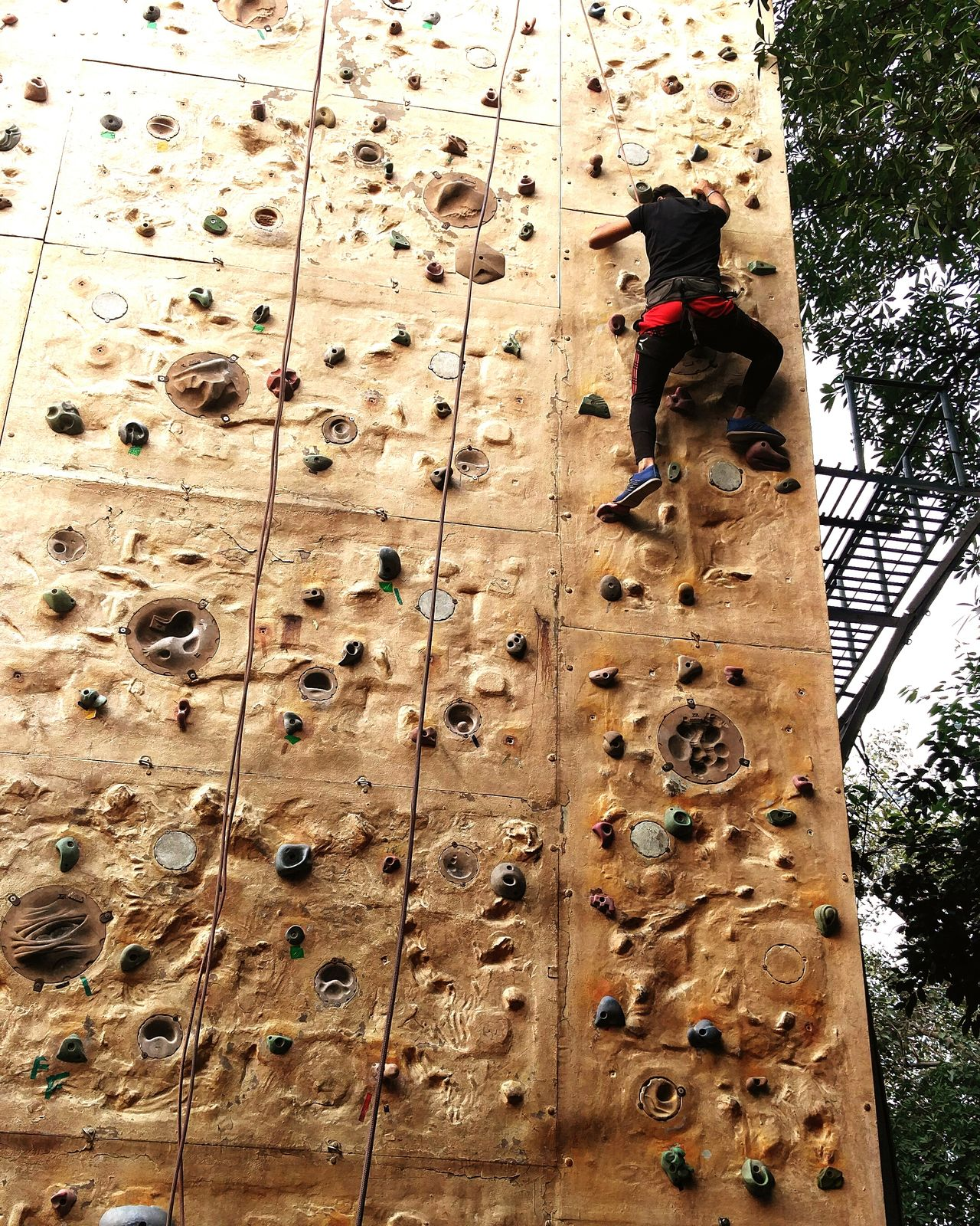 Rock Climbing Climbing Adventure One Man Only Sport Full Length Lifestyles Extreme Sports Adrenaline Junkie Sunlight Outdoors Strength Training