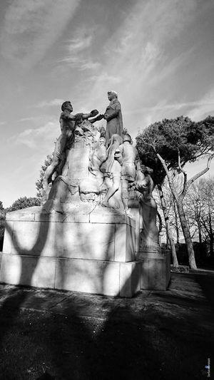 No People Sky Monument Outdoors Arezzo Italy 🇮🇹 Arezzox The Week On EyeEm Xzpremium Xperia Black & White EyeEm Ready   City Al Now!