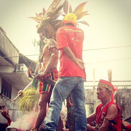Terkadang kesakitan itu adalah soal kesadaran.....org yang merasa sakit adalah org yang sadar....maka bersyukurlah jika boleh merasa sakit......|©Ariepurpr Tatung Capgomeh Ketapang Kalbar Westborneo Dayak People Culture Art Photooftheday ManaIndonesiamu Jelajahindonesia Instanusantara Merindukanmu Perjuangan Petualangan Humaninterestphotography Celebration Societyphoto